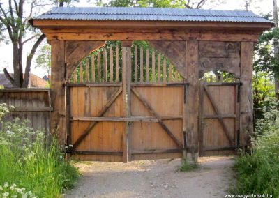 Csíkrákos I. világháborús emlék Székelykapu, a templom bejárata 2014.06.06. küldő-kalyhas (17)