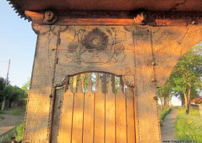 Csíkrákos I. világháborús emlék Székelykapu, a templom bejárata 2014.06.06. küldő-kalyhas (2)