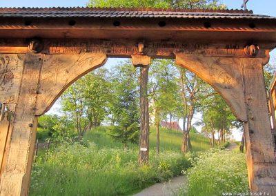 Csíkrákos I. világháborús emlék Székelykapu, a templom bejárata 2014.06.06. küldő-kalyhas (4)