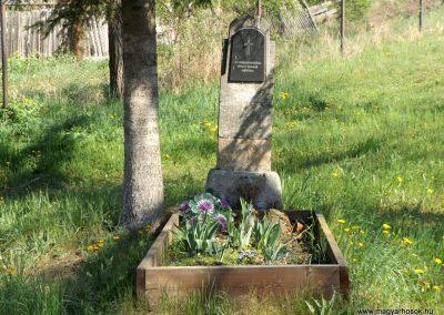 Csíkrákos templomkert világháborús emlék 2018.04.29. küldő-Bóta Sándor (1)