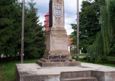 Csíkszentmárton világháborús emlékmű 2010.07.28. küldő-Miki (2)