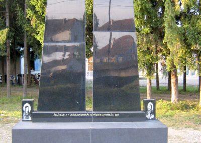 Csíkszentmihály új világháborús emlékmű 2011.09.21. küldő-Mónika39-né