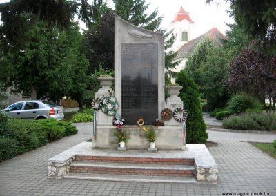 Csót világháborús emlékmű 2010.07.21. küldő-kalyhas (4)