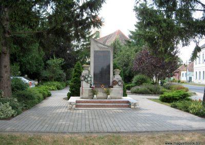 Csót világháborús emlékmű 2010.07.21. küldő-kalyhas