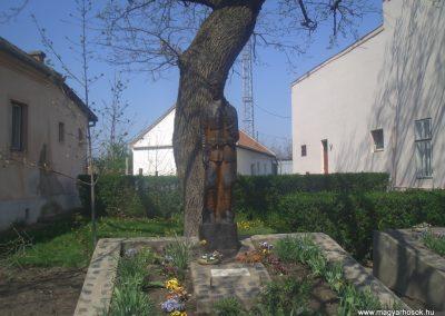 Csökmő világháborús emlékmű 2008.04.14. küldő-egy magyar anya (1)