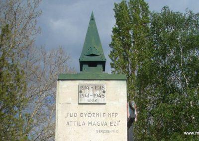 Csömör Hősi emlékmű 2008.04.23. küldő Huszár Peti (2)