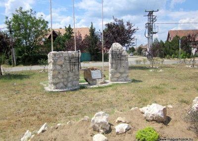 Csörög hősi emlékmű 2012.07.11. küldő-kalyhas (2)