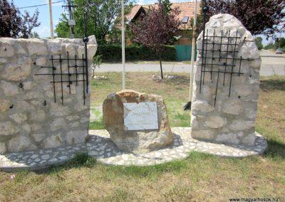 Csörög hősi emlékmű 2012.07.11. küldő-kalyhas (3)