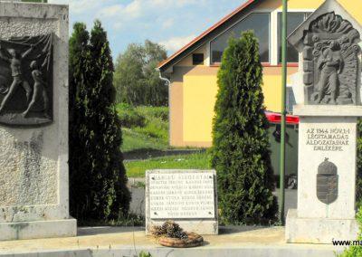 Csörötnek II.világháborús emlékmű 2012.05.05. küldő-gyurkusz (1)
