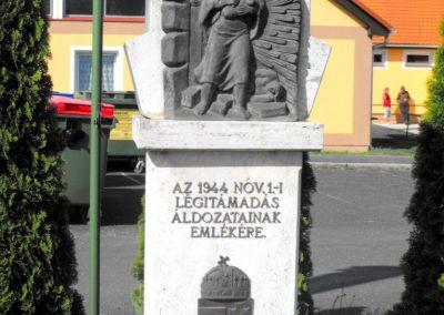 Csörötnek II.világháborús emlékmű 2012.05.05. küldő-gyurkusz (3)
