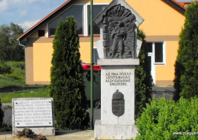 Csörötnek II.világháborús emlékmű 2012.05.05. küldő-gyurkusz (4)