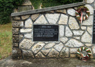 Csabrendek világháborús emlékmű 2015.07.27. küldő-Méri (2)