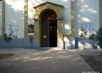 Csanádapáca Hősök emléktáblái a templom falán 2009.10.03. küldő-Sümec (4)