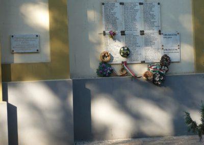 Csanádapáca Hősök emléktáblái a templom falán 2009.10.03. küldő-Sümec (5)