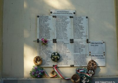 Csanádapáca Hősök emléktáblái a templom falán 2009.10.03. küldő-Sümec (6)