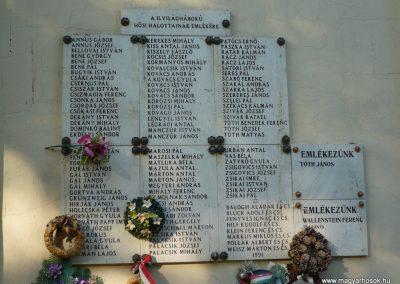 Csanádapáca Hősök emléktáblái a templom falán 2009.10.03. küldő-Sümec (7)