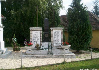 Csehbánya világháborús emlékmű 2007.08.08.küldő- Vw golf