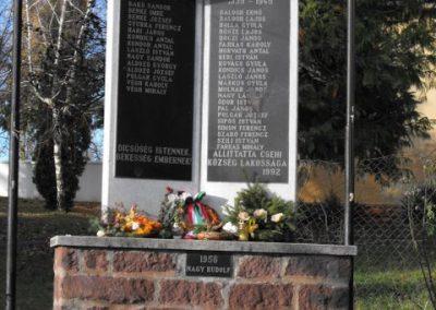 Csehi világháborús emlékmű 2009.12.02. küldő-Gyurkusz (1)