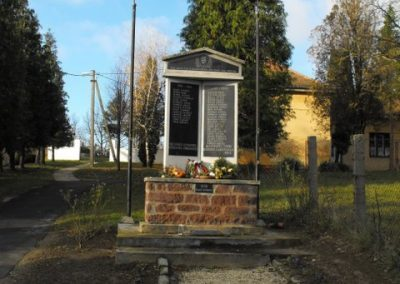 Csehi világháborús emlékmű 2009.12.02. küldő-Gyurkusz