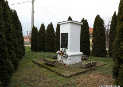 Csengerújfalu világháborús emlékmű 2014.11.22. küldő-kalyhas (5)