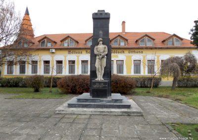 Csenger világháborús emlékmű 2014.11.22. küldő-kalyhas (2)