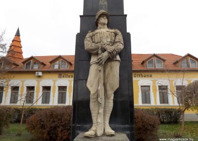 Csenger világháborús emlékmű 2014.11.22. küldő-kalyhas (3)