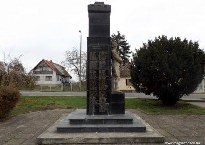 Csenger világháborús emlékmű 2014.11.22. küldő-kalyhas (5)