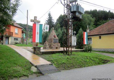 Cserépváralja világháborús emlékmű 2011.07.30. küldő-kalyhas