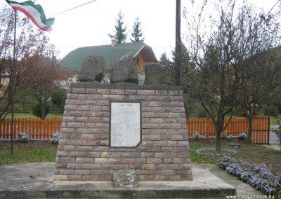 Cserhátszentiván hősi emlékmű 2007.10.22. küldő-Mónika39