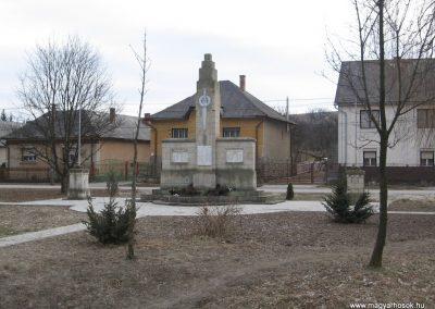 Csernely világháborús emlékmű 2008.02.18.küldő-Kályhás