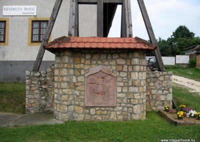 Csesznek világháborús emlékmű 2010.07.23. küldő-kalyhas (1)