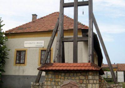 Csesznek világháborús emlékmű 2010.07.23. küldő-kalyhas (3)