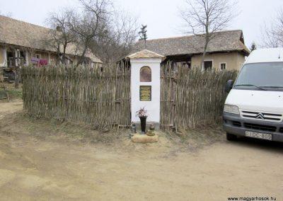 Csesztve-Bakópuszta világháborús emlékmű 2012.03.08. küldő-kalyhas