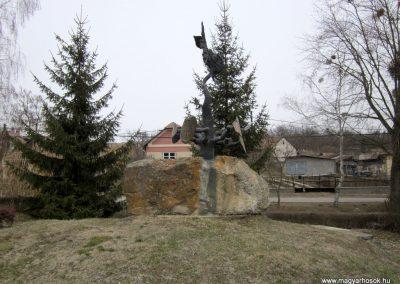 Csesztve világháborús emlékmű 2012.03.08. küldő-kalyhas (1)