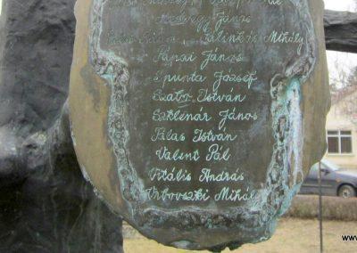 Csesztve világháborús emlékmű 2012.03.08. küldő-kalyhas (13)