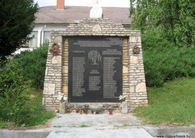 Csetény II.vh emlékmű 2010.07.22. küldő-kalyhas (1)