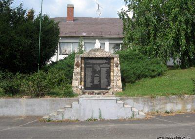 Csetény II.vh emlékmű 2010.07.22. küldő-kalyhas