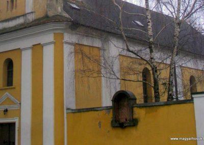 Csicsó róm. kat.templom I. világháborús emlékmű 2012.12.16. küldő-Méri (1)