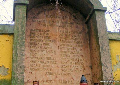 Csicsó róm. kat.templom I. világháborús emlékmű 2012.12.16. küldő-Méri (3)