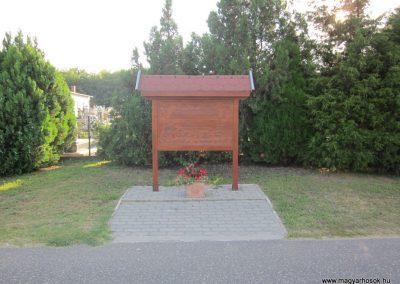 Csikéria I.vh emlékmű 2011.08.17. küldő-kalyhas (1)