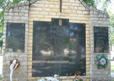 Csikóstöttös világháborús emlékmű 2007.06.23. küldő-Zsóki (1)