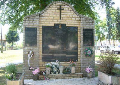 Csikóstöttös világháborús emlékmű 2007.06.23. küldő-Zsóki