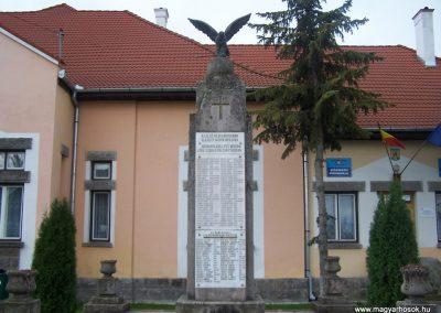 Csikkozmás világháborús emlékmű 2007.10.29.küldő-Horváth Zsolt