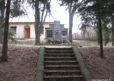 Csokvaomány világháborús emlékmű 2008.02.18.küldő-Kályhás