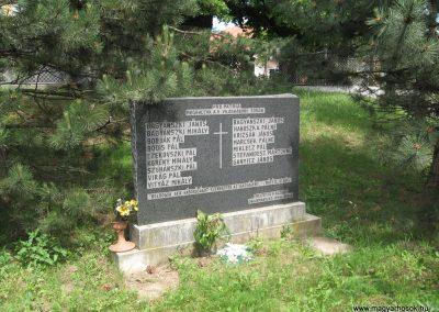 Csomád II.vh emlékmű 2008.05.26.küldő-Kályhás (1)