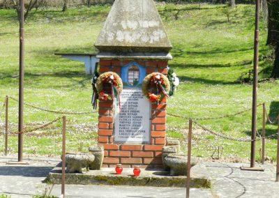 Csombárd II. világháborús emlékmű 2015.04.11. küldő-Huber Csabáné