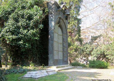 Csongrád II. világháborús emlékmű 2015.04.12. küldő-Emese (1)