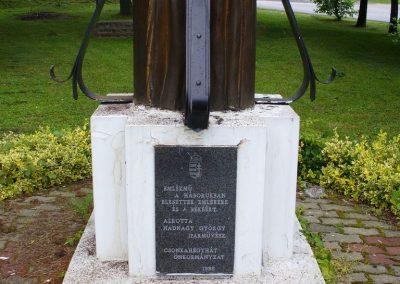 Csonkahegyhát világháborús emlékmű 2009.06.03.küldő-HunMi (1)