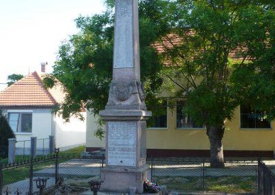 Csurgó-Alsok világháborús emlékmű 2009.05.12.küldő-Sümec (1)