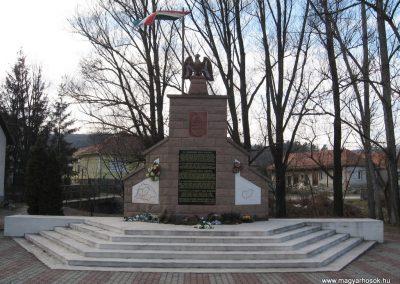 Dédestapolcsány világháborús emlékmű 2008.02.18.küldő-Kályhás (1)